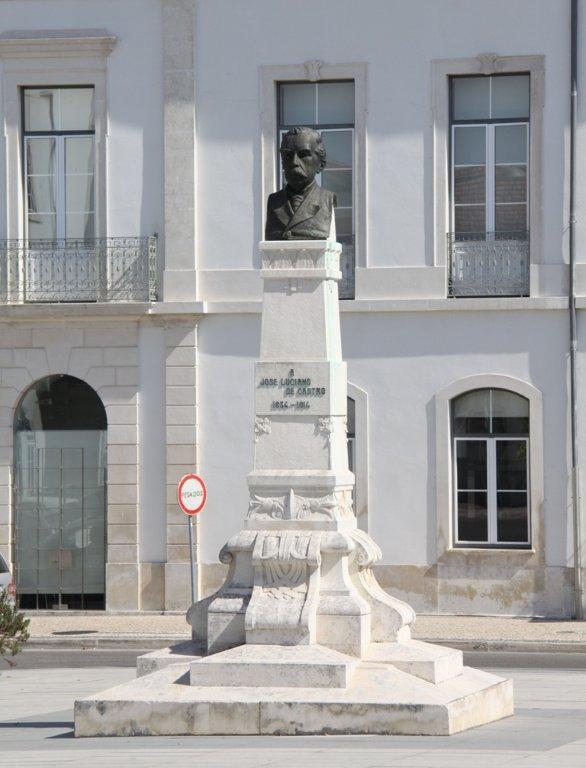 Monumento José Luciano de Castro