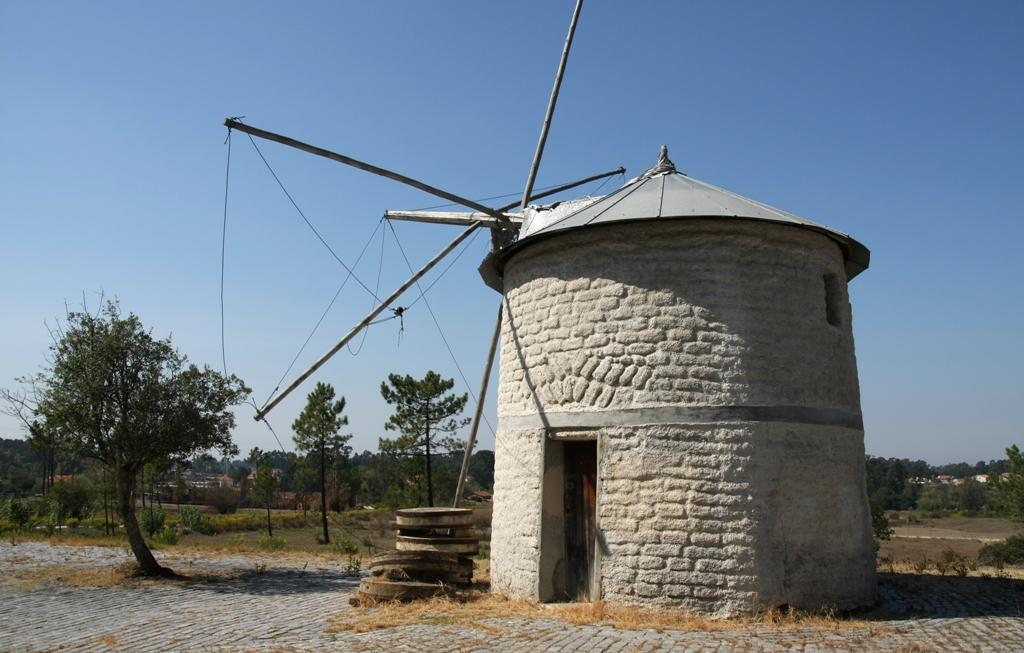 Moinhos de Vento de São Romão (São Romão Windmills)