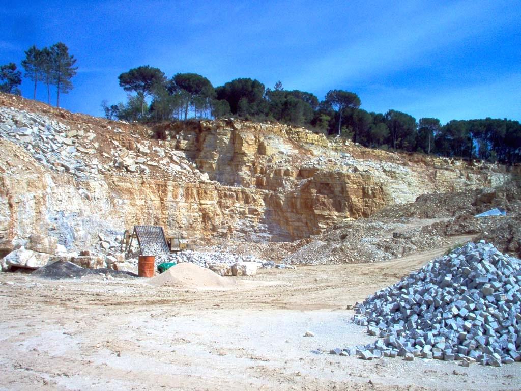 Pedreira de calcário (Limestone quarry)