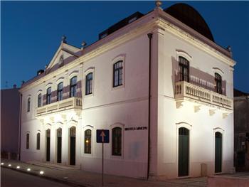 Biblioteca Municipal de Oliveira de Bairro