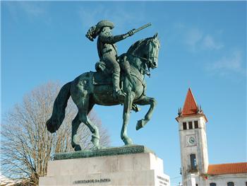 Estátua D. António Luís de Meneses